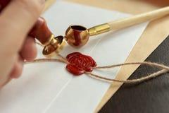 La pluma y el sello públicos del ` s del notario en el testamento y el último lo van a hacer Herramientas del notario público imagen de archivo libre de regalías