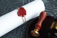 La pluma y el sello públicos del ` s del notario en el testamento y el último lo van a hacer Notario público fotografía de archivo