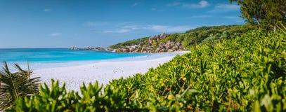 La plupart de belle plage Anse grand sur l'île de Digue de La, Seychelles avec des formations de roche de granit, sable et sauvag photographie stock