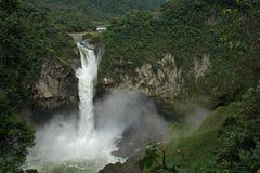 La plus grande cascade à écriture ligne par ligne en Equateur. San Rafael Photographie stock libre de droits