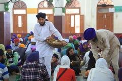 La plus grande cuisine gratuite du monde de Harmandir Sahib (temple d'or) Images stock