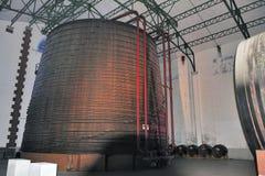 La plus grande cuve de chêne dans le monde contenant un million de hund deux images libres de droits