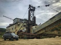 La plus grande drague située à l'intérieur de l'Alaska image stock