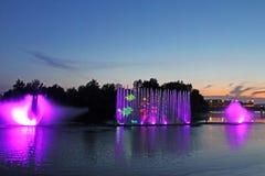 La plus grande fontaine sur la rivière dans Vinnytsia, Ukraine Photos libres de droits