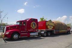 La plus grande pomme de terre du monde sur des roues présentées pendant la visite célèbre de pomme de terre de l'Idaho à Brooklyn Photographie stock