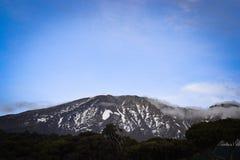 La plus haute montagne dans le dessus de l'Afrique Kilimanjaro Photographie stock libre de droits