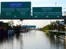 La plus mauvaise crise de l'inondation de la Thaïlande chez Nonthaburi Images stock