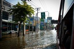 La plus mauvaise inondation de Bangkok en 2011 Photographie stock libre de droits