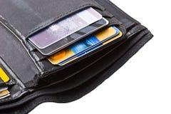 La pochette noire avec des cartes de crédit se ferment vers le haut de d'isolement Photographie stock libre de droits