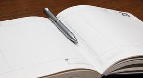 Bloc - notes et stylo Images stock