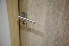 La poignée et la sécurité de porte extérieure ou intérieure ferment à clef photographie stock libre de droits