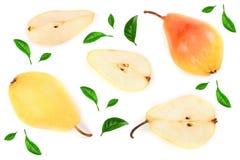 La poire trois jaune rouge mûre porte des fruits avec la feuille d'isolement sur le fond blanc Vue supérieure Modèle plat de conf photos libres de droits