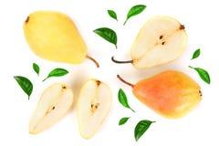 La poire trois jaune rouge mûre porte des fruits avec la feuille d'isolement sur le fond blanc Vue supérieure Modèle plat de conf images stock