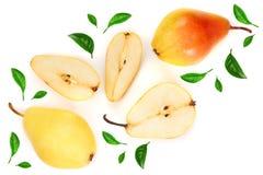 La poire trois jaune rouge mûre porte des fruits avec la feuille d'isolement sur le fond blanc Vue supérieure Modèle plat de conf photo libre de droits