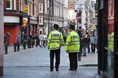 La policía acerca al circo de Piccadilly en Londres Fotografía de archivo libre de regalías