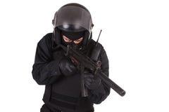 La policía antidisturbios manda en uniforme del negro Imagen de archivo libre de regalías