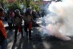 La policía apagó el fuego fotos de archivo libres de regalías
