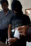 La policía arresta al traficante imagenes de archivo