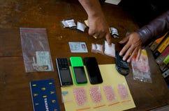 La policía arresta al traficante fotografía de archivo