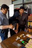La policía arresta al traficante fotos de archivo