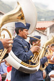 La policía congriega al jugador del instrumento de viento Foto de archivo libre de regalías