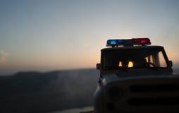 la policía del Anti-alboroto da la señal de estar lista Concepto del poder del gobierno Policía en la acción Fotografía de archivo libre de regalías