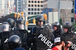 La policía en la acción para G8/G20 protesta Toronto Imagen de archivo libre de regalías
