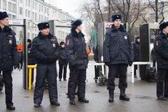 La policía en una memoria Nemtsov de marzo de la oposición Fotos de archivo