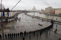 La policía en una memoria Nemtsov de marzo de la oposición Imagen de archivo