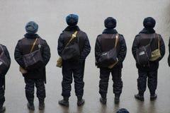 La policía en una memoria Nemtsov de marzo de la oposición Fotos de archivo libres de regalías