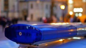 La policía enciende noche almacen de metraje de vídeo