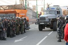 La policía falta la furgoneta durante la reunión de la oposición para las elecciones justas, puede 6, 2012, cuadrado de Bolotnaya Fotos de archivo