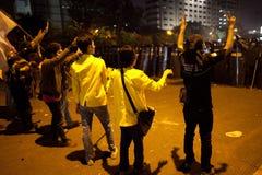 La policía mueve demonstrant Imagen de archivo libre de regalías