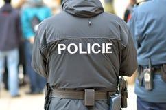 La policía sirve en la ciudad de Praga Imágenes de archivo libres de regalías