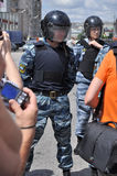 La policía y la gente Fotografía de archivo libre de regalías