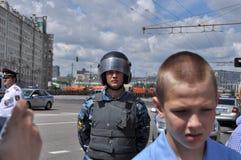 La policía y la gente Foto de archivo