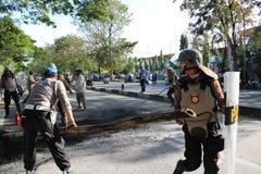 La police a éteint le feu photos libres de droits