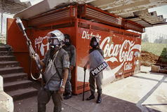La police anti-émeute à la démo marxiste d'étudiant au Panama Photographie stock libre de droits
