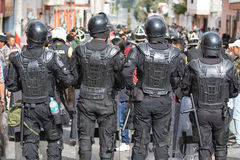 La police anti-émeute chez Inti Raymi en Equateur Images libres de droits