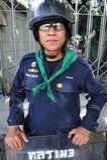 La police anti-émeute s'élèvent la garde à la Chambre de gouvernement Images stock