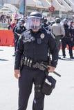 La police anti-émeute commandent prêt pour l'action Images libres de droits