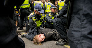 La police arrête - protestation march - Londres Photo stock