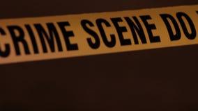 La police attache du ruban adhésif au hd haut étroit banque de vidéos