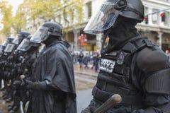 La police de Portland dans le tenue anti-émeute pendant occupe la protestation de Portland 2011 Photo libre de droits