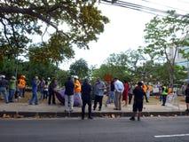 La police de Thomas Square HPD pille sur le campement deOccupy de Honolulu Photo libre de droits