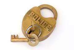 La police en laiton bloque avec la clé dans le blocage photos libres de droits