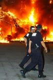 La police espagnole assiste à la scène de l'incendie Images libres de droits