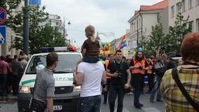 La police presse le défilé gai clips vidéos