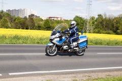 La police protège la cinquante-et-unième course de vélo Images stock
