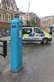 La police téléphone au courrier Photos libres de droits